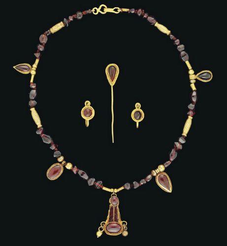 A SET OF ROMAN GOLD AND GARNET JEWELLERY -  CIRCA 1ST-2ND CENTURY A.D.  | Christie's