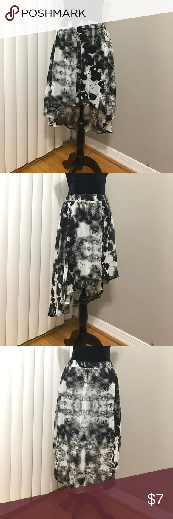 NWOT Hi-Lo Patterned Skirt Never worn, tags removed. Background noise pattern. Elastic stretchy waist band. Skirt and lining made of polyester.  Faux buttons in front. Forever 21 Skirts High Low