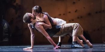 Preljocaj s'empare avec un geste fort du drame de Shakespeare dont la relecture transforme la discorde familiale en affrontement social.
