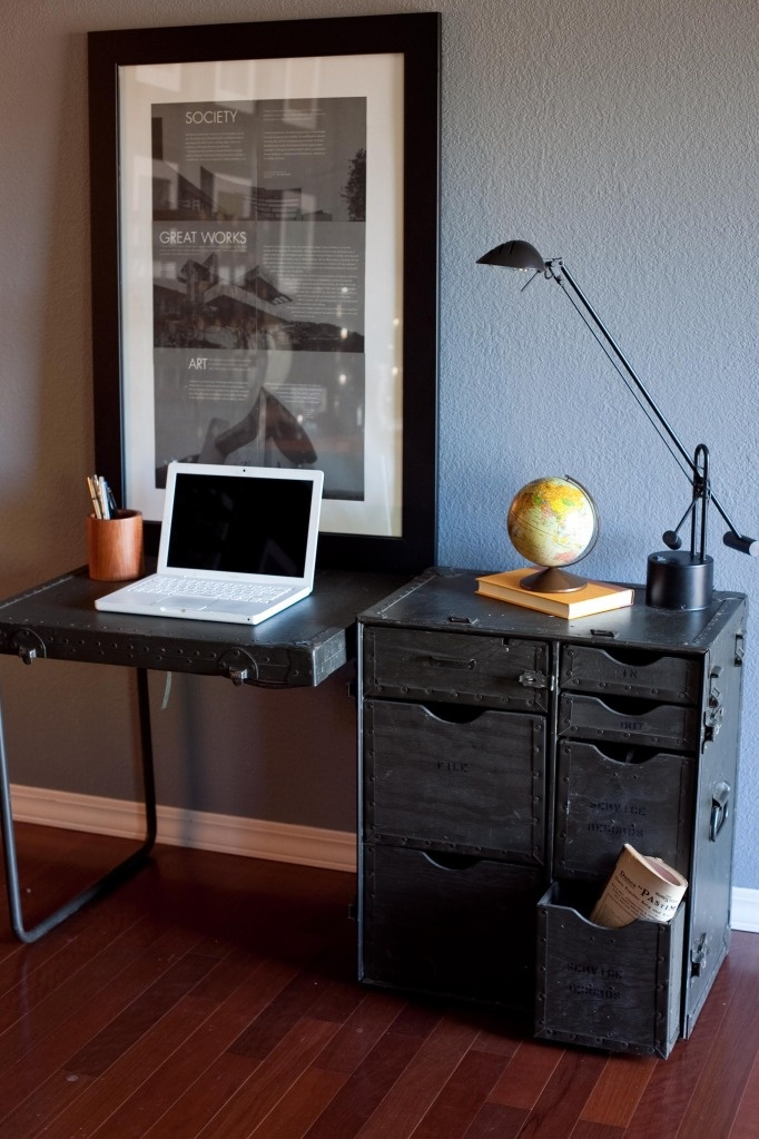 This vintage military field desk folds up into a trunk with fully  functional metal hardware. Best 25  Military bedroom ideas on Pinterest   Boys army bedroom