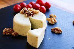 Apprenez comment faire un faux fromage végétalien aux noix, avec levure alimentaire et agar-agar. Essayez-la recette!