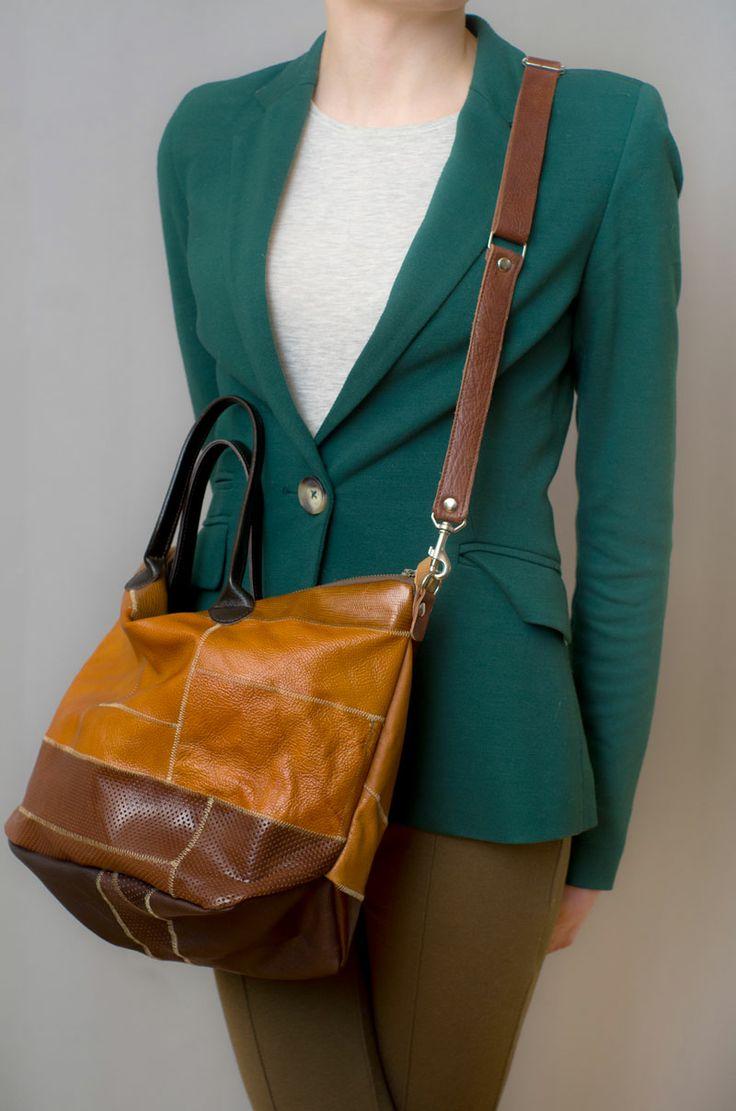 Pakowna torba o prostej, lekko workowatej formie. Ciepłe odcienie skóry licowej, od miodu, przez brąz, po czekoladę. #casualbag #brownleather #leatherbags