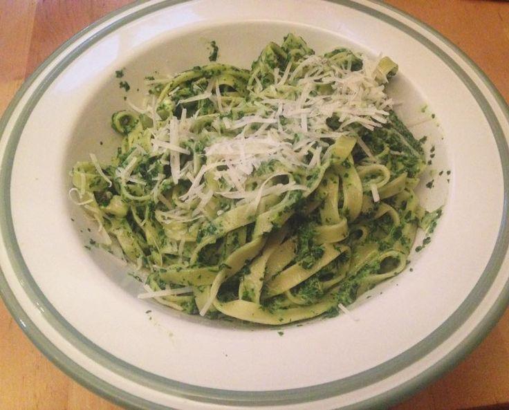 Tagliatelle cu spanac, apa de clorofila, ceapa, smantana, gorgonzolla - A3