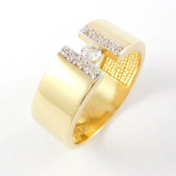 Sárga arany széles köves gyűrű   Súly: 4 g   Méret: 54 (14)    Alkalmi viselet  Sárga arany széles fazonú gyűrű melyben főleg a fém dominál, ezt csak egy kevés kő berakás teszi még csillogóbbá.