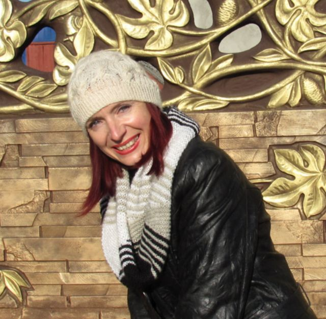 Шапочка Fair Kate Пряжа ALIZE Angora Gold simli 75% акрил, 10%мохер, 10%шерсть, 5%металлический; 100гр-500метров Расход 60грамм  спицы № 2,5; №3