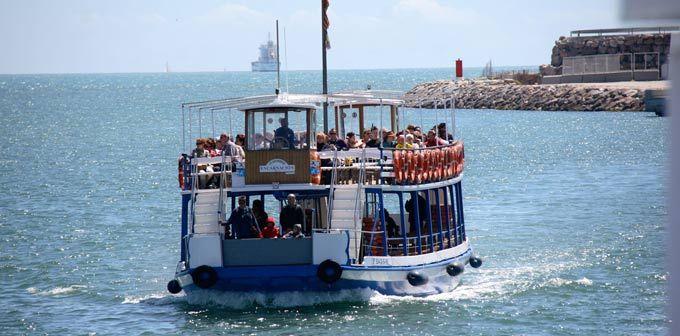Disfruta de esta actividad para toda la familia y disfruta de un paseo en barco descubriendo el puerto de Barcelona y su historia desde otra perspectiva.