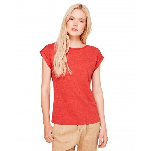Red T-shirt with V-neck from #Benetton #Summer17 #woman collection