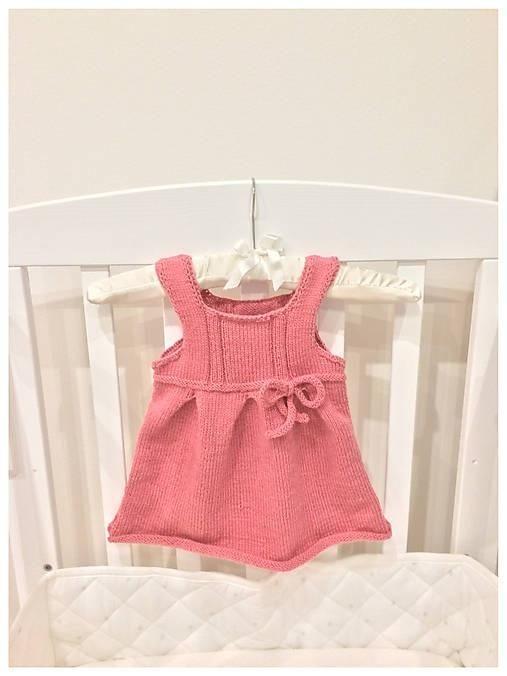 1f3b0a8566e1 Pletené šaty pre dievčatko