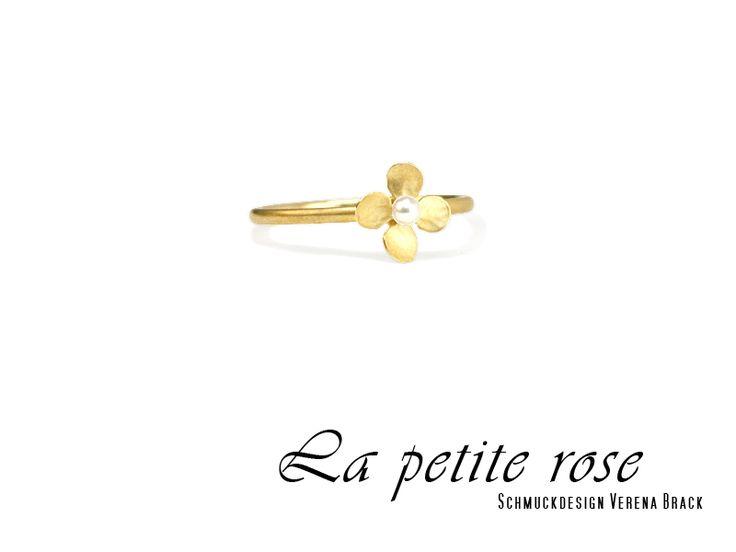 Ring, Mini-Blüte, Gold, 18k, GG750, Perle weiß von La petite rose - Schmuckdesign Verena Brack   auf DaWanda.com