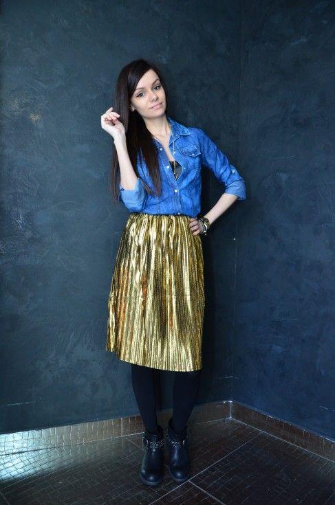 Ai curaj să porți un element vestimentar auriu în întregime?