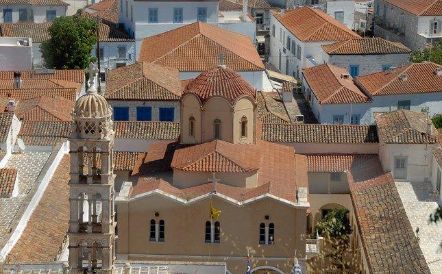 Ο μητροπολιτικός ναός της Κοίμησης της Θεοτόκου (Μοναστήρι) http://diakopes.in.gr/the-experts-way-blog/article/?aid=209783 #hydra #island #greece #travel