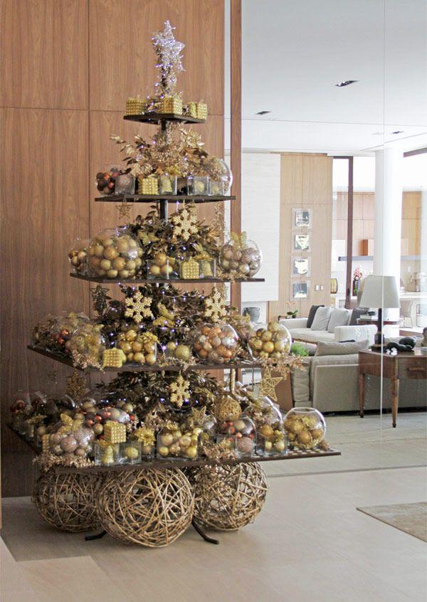 Árvore de Natal moderna - decoração em dourado ( Decoração: Disegno Ambientes por Luis Fronterotta )