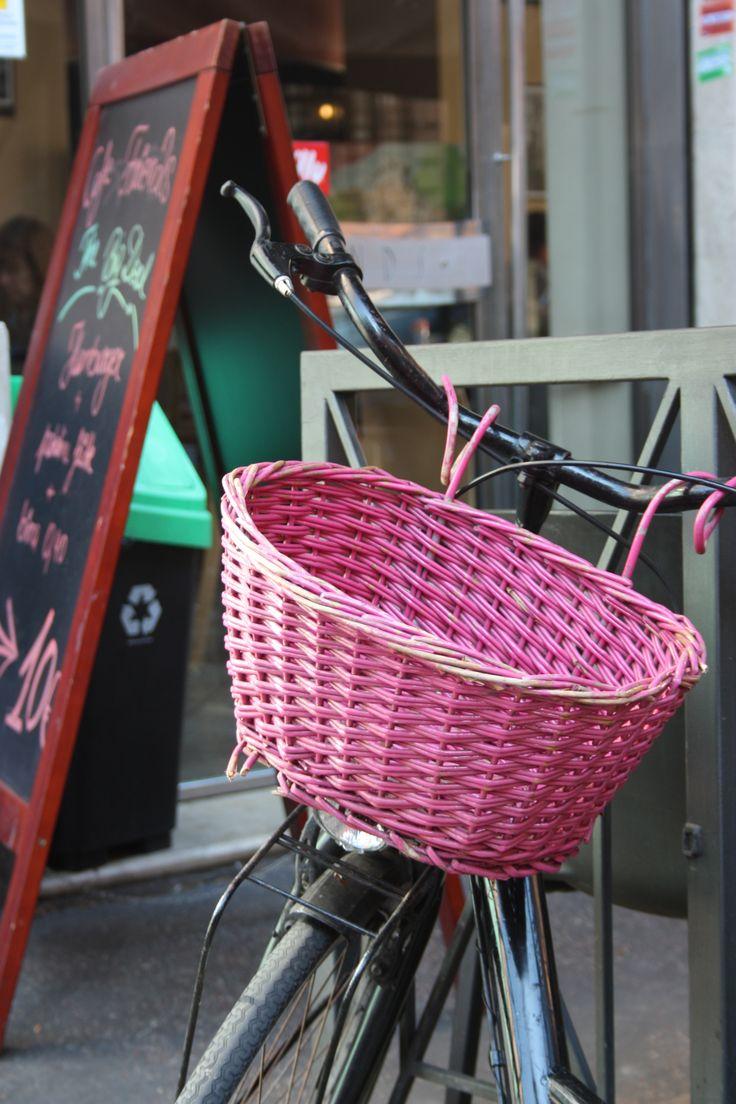 #pink #basket #bike #bicycle #trastevere #piazzaTrilussa #bar