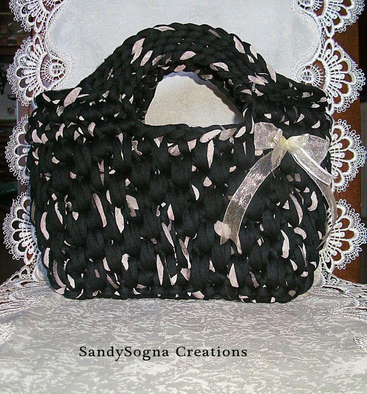 Black Streak; borsa in fettuccia fatta a mano..