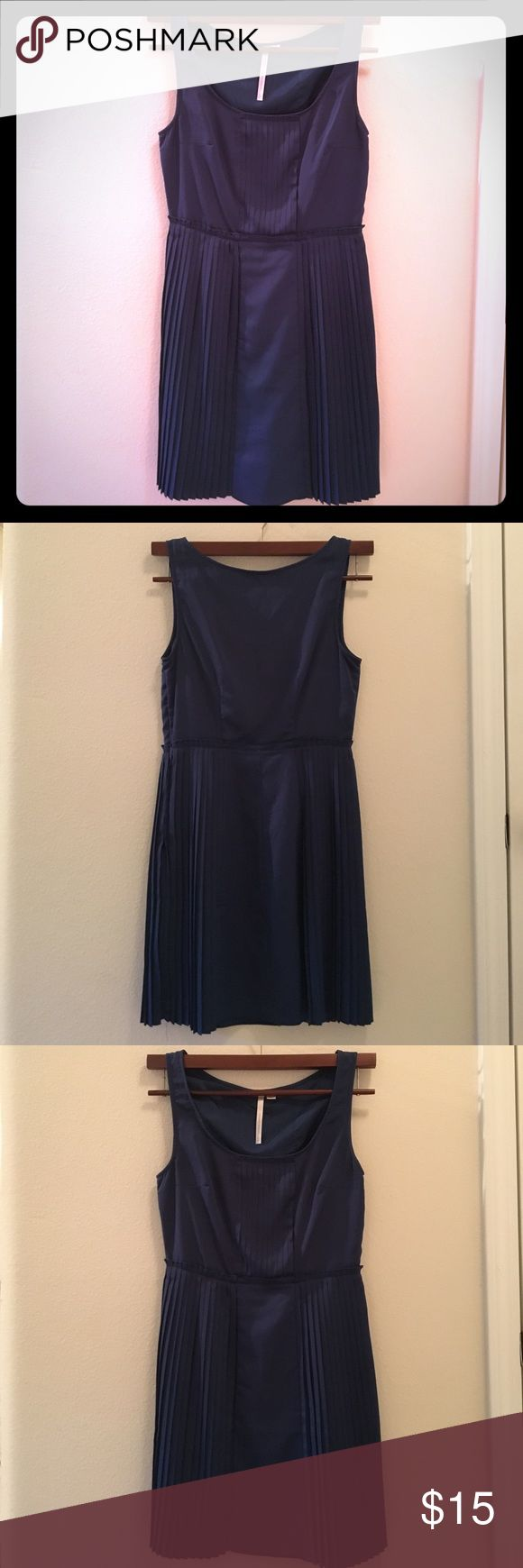 LC Lauren Conrad Women's Dress Size 8 Navy Pleated LC Lauren Conrad Size 8 Navy Pleated Sleeveless Women's Dress. Has lining underneath. Zips up on left side. In good condition, gently used. Looks great with a pair of nude heels! LC Lauren Conrad Dresses Mini