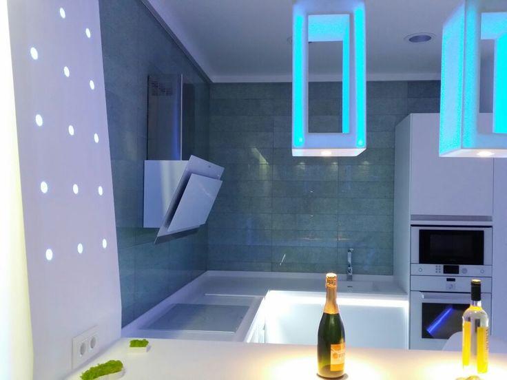 Cocina de microcemento vanguardista con luces leds incorporadas.