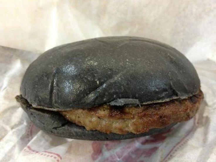 Nero il pane, nero il formaggio, nera la salsa. Burger King ha lanciato nei suoi fast food in Giappone due nuove specialità: il Kuro Pearl e il Kuro Diamond (Kuro in giapponese significa 'Nero'). Ma i panini protagonisti delle pubblicità non hanno niente a che vedere con.........