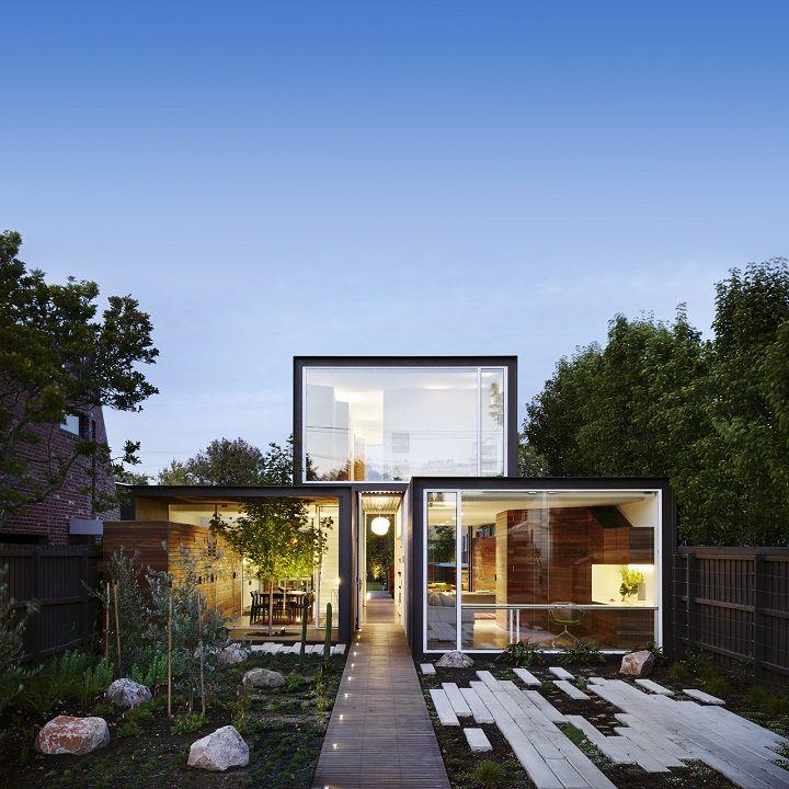 Minimalistyczny dom z kontenerów na wąską działkę | Idea Domu