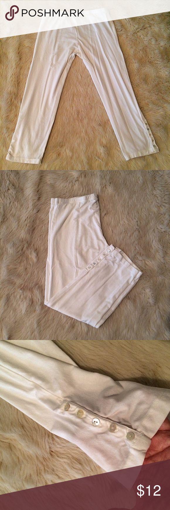 Splendid size L white Capri leggings with buttons Splendid size large white Capri leggings with button details. Super soft jersey knit. Outseam 27 1/2 inches, inseam 20 inches, waist 13 1/2 inches. 45% Pima cotton 45% modal 10% spandex Splendid Pants Leggings