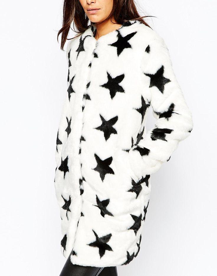 Imagen 3 de Abrigo de piel sintética con estampado de estrellas de Missguided