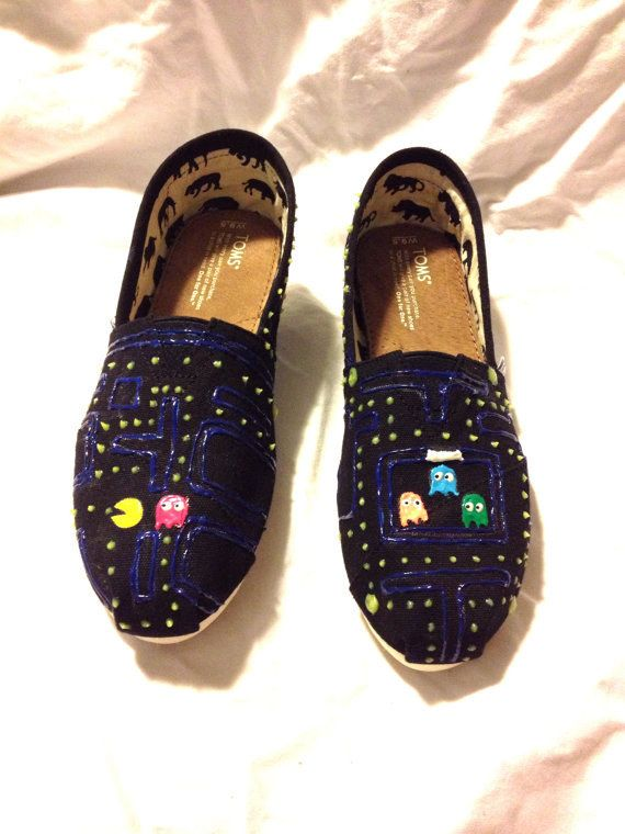 Can't forget the gamers: Pac Man | Community Post: 25 Beautifully Hand-Painted TOMS For Every Fandom