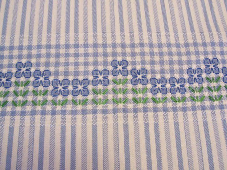 .bordado em tecido xadrez