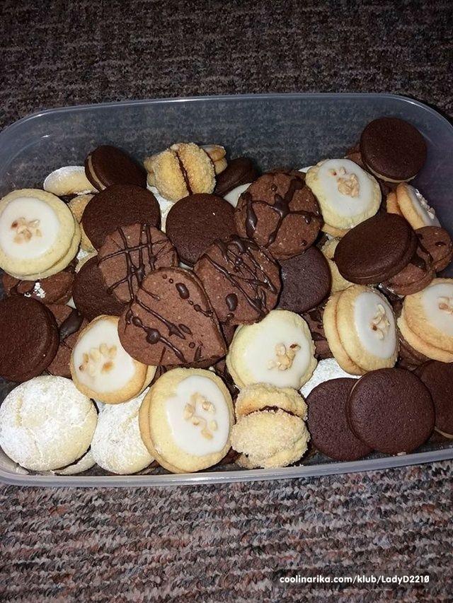 Bu bisküvi kocam için sevgili, ben onları her Noel yapıyoruz ve her zaman küçük idi. tarifi annemin eski bir dizüstü bilgisayardan olduğunu! ~ Tarifler ve Fikirler