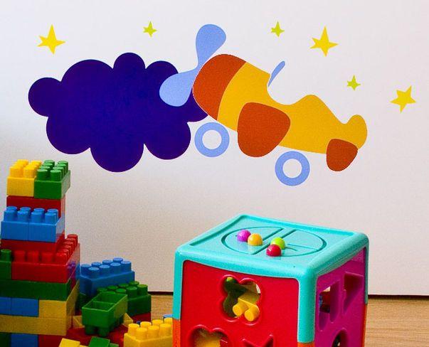 Zkrášlete pokoj svých dětí se samolepícími dekoracemi a úložnými boxy značky Keeddo