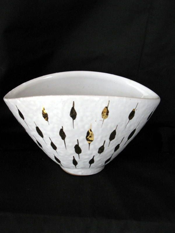 My mom had two pieces of this Italian glazed pottery, but not this one, which I ordered yesterday. :)