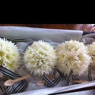 Flower bombs moss industry weddings