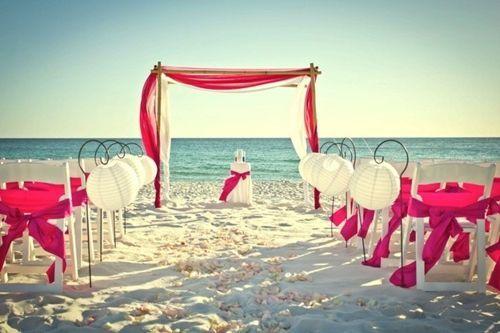 Consejos Para Organizar Una Boda En La Playa.  Todas las parejas, especialmente las novias son las que siempre sueñan con tener la celebración de una boda como todo un cuento de hadas, tener un día inolvidable que arranque suspiros a todos los invitados y familiares ... Ver más aquí: https://centrosdemesaparaboda.com/consejos-para-organizar-una-boda-en-la-playa/