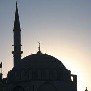 """Über die """"Einheit und Vielfalt einer Weltreligion"""" informiert ein neu erschienener Band zum Islam. Ausgewiesene Fachleute führen in alle islamkundlichen Themenfelder ein. Wir haben ein Interview mit dem Herausgeber, PD Dr. Rainer Brunner, geführt."""