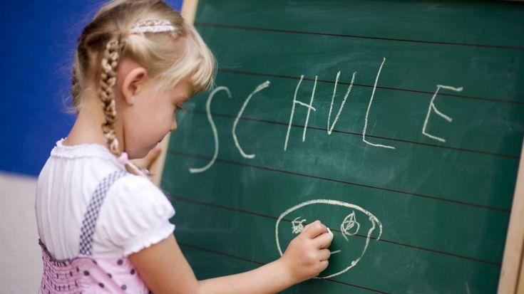 Sie trauen sich nicht, ihren Namen laut vor der Klasse zu sagen. Die Schule stellt schüchterne Kinder bisweilen vor unüberwindbare Hindernisse. Wie Eltern und Lehrer helfen können - und wann Schüchternheit krankhaft wird.
