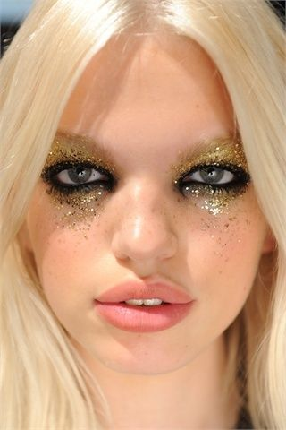 Create your own shiny eyes with gold circle lenses and let them sparkle <3