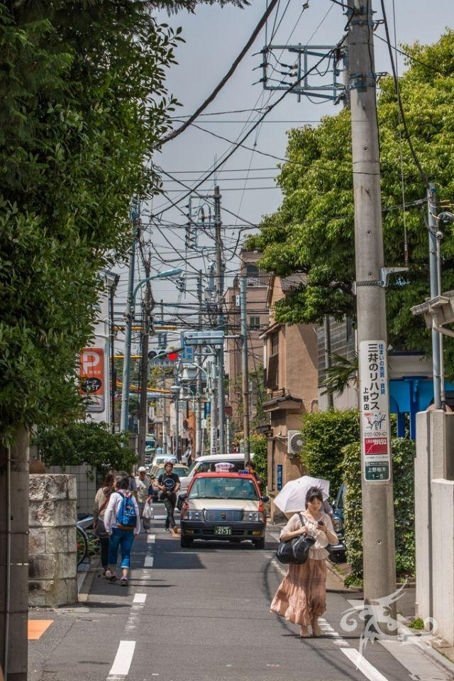 Japan / Tag 5 / Tokyo / Friedhof in der Vorstadt