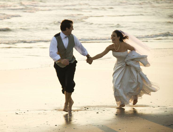 C'est « la » nouvelle tendance outre-Atlantique : se marier en tout petit comité. Le marié, la mariée, deux témoins… et c'est tout ! Les explications de...