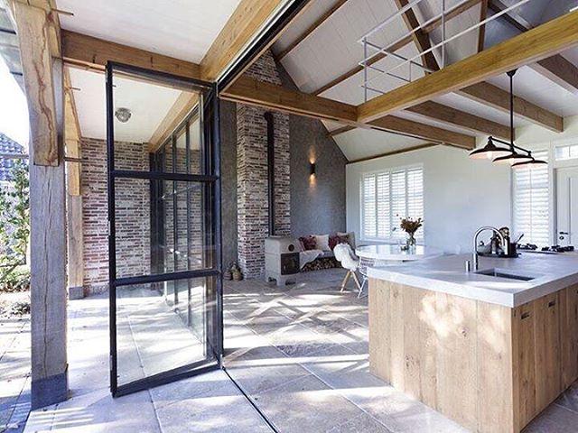 72 vind-ik-leuks, 3 reacties - SIJMEN Interieur (@sijmeninterieur) op Instagram: 'Mooi keukeneiland gemaakt met kook-en spoelgedeelte, voor in deze fijne ruimte. #eikenhout #naturel…'