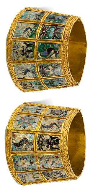 Wrist cuffs with birds and palmettes, A.D. 800–1000, Thessaloniki, Greece. Gold, glass, enamel.