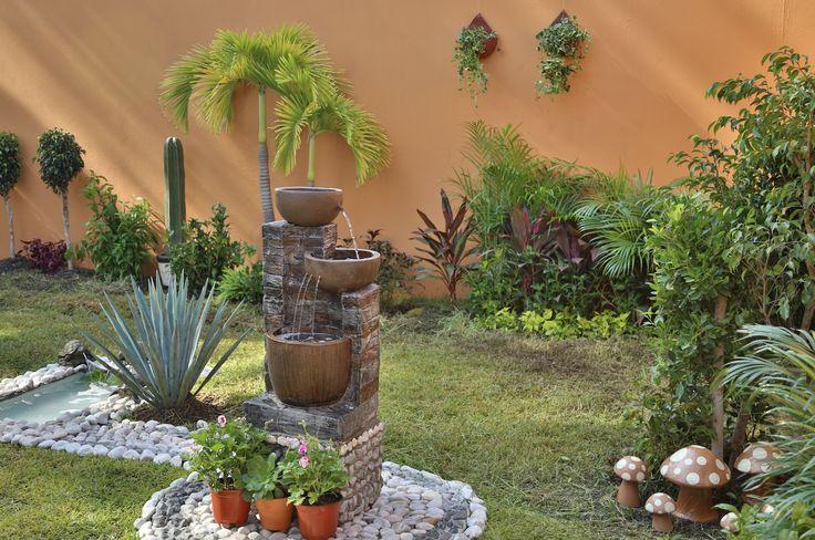 Dale un toque de diseño a tu patio con nuestra variedad de plantas, muebles y accesorios para exteriores.