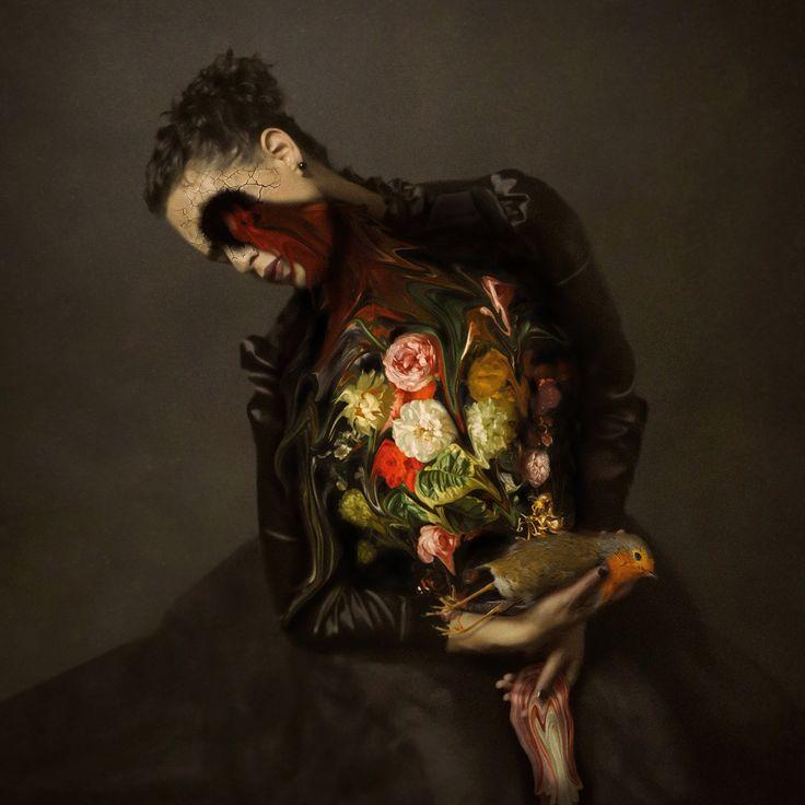 Née à Saint-Domingue en République Dominicaine, Jo Cardin a suivi une formation de danseur de ballet avant de devenir photographe. Elle vit aujourd'hui à Rochester, New York. Jo Cardin développe un travail contemporain figuratif, inspiré par la musique, la danse et le mouvement.  Dans ses récents travaux, elle réalise des autoportraits traitant de la solitude, l'isolement, la mélancolie et la transformation. Ses oeuvres illustrent des scènes qui ensorcellent et explorent nos sensibilités...