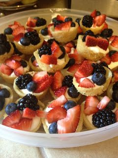 Mini Deep Dish Fruit Pizzas | The Blonde Can Cook- Perfect dessert for 4th of July BBQ's, Wedding & Baby Showers!