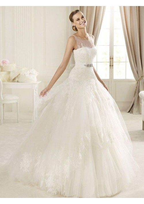 This is a huge princess dress with a buckle accessory ...