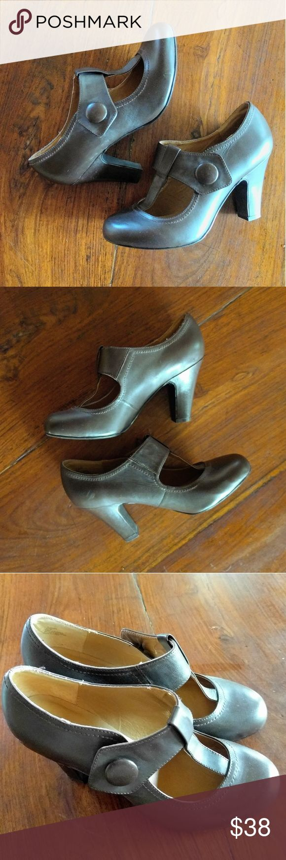 Steve Madden Heel Booties These are great for work, closed toe. Gently worn, some very minor scuffs. Genuine leather. Steve Madden Shoes Heels