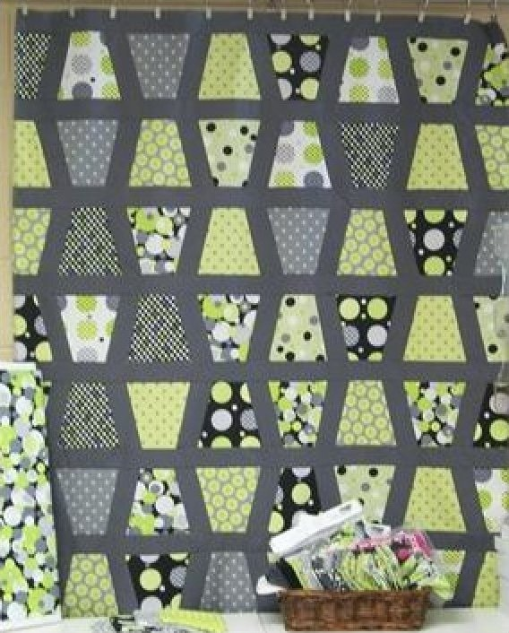 I like the pattern, I can figure this out without a kit, though...Green Tumbler Quilt Kit