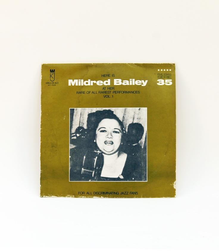 """LP 33 giri in vinile n. 35, della collezione """"Five Stars Serie"""" Here are from the 40s, con: Mildred Bailey. La copertina è in buone condizioni, il disco è perfetto."""
