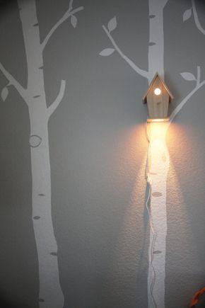 Willkommen Sie Ihr wenig ein Vogelgesang-süße Träume mit diesem charmanten Lampe. Dieses kreative Stück Beleuchtung bringt ein gemütliches Ferienhaus fühlen sich Ihre kleinen eigenen Zimmer oder Kinderzimmer. Die sanfte Beleuchtung macht dies ein wunderbares geheimes Nachtlicht für Kinder groß und klein ist, die Sie schlechte Träume und Schrank Monster hinwegfegen.    Diese einzigartige Lampe von Birdhouse benutzerdefinierte gemacht werden Babys Kinderzimmer oder Spielzimmer liebevolle…