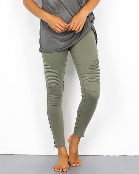 Our bestselling moto jegging, a coveted favorite! These moto jeggings have ankle zipper detail and a thick elastic waistband. Great fit and good stretch with unique ribbed detail on the knee. Each col