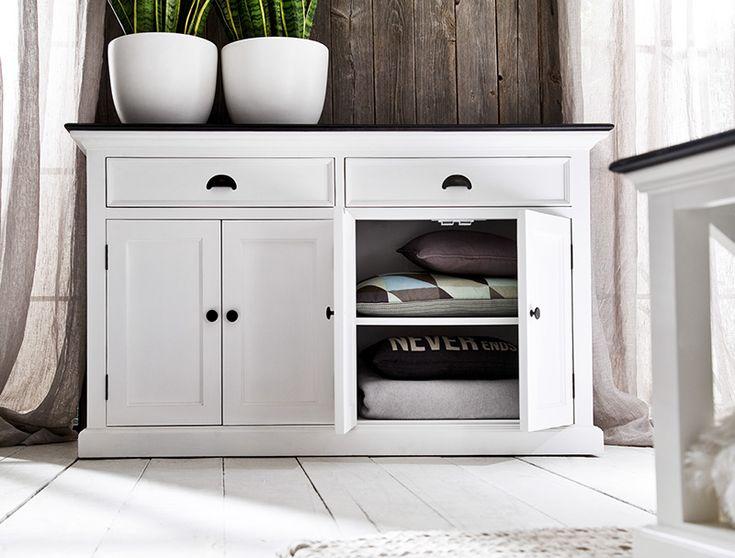 Lage buffetkast wit met zwart blad van het merk Nova Solo. In Nederland te koop bij Meubelen-Online https://www.meubelen-online.nl/Buffetkast-Landhuis-wit-met-zwart-blad-4-deuren-2-lades