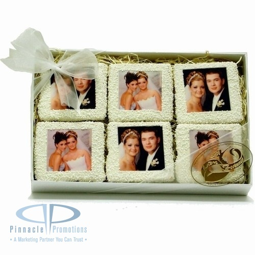 These picture cookies would make a fun (and tasty) wedding favor.