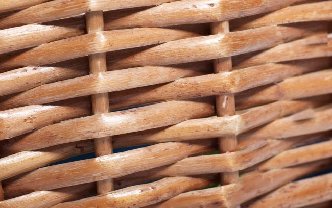 how to clean and paint wicker furniture